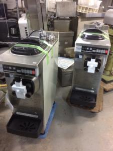 中古厨房機器入荷しました!ソフトサーバー(スリムギア)2台入荷!!