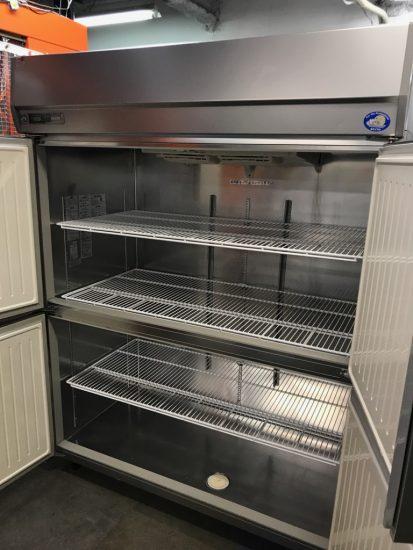 中古厨房機器入荷しました!!縦型冷蔵庫です!