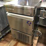 中古厨房機器入荷しました!!35kg製氷機です!