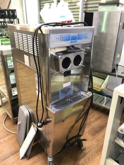 中古厨房機器入荷しました!!ソフトクリームフリーザーです!