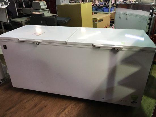 中古厨房機器入荷しました!大型冷凍ストッカーです!!