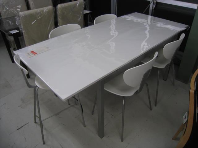 ... 伸縮式ダイニングテーブル