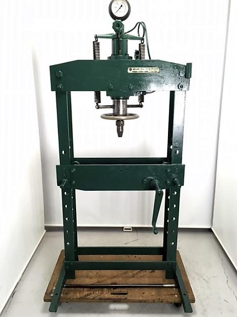 15t門型油圧プレス