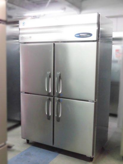業務用大型冷蔵庫を多数