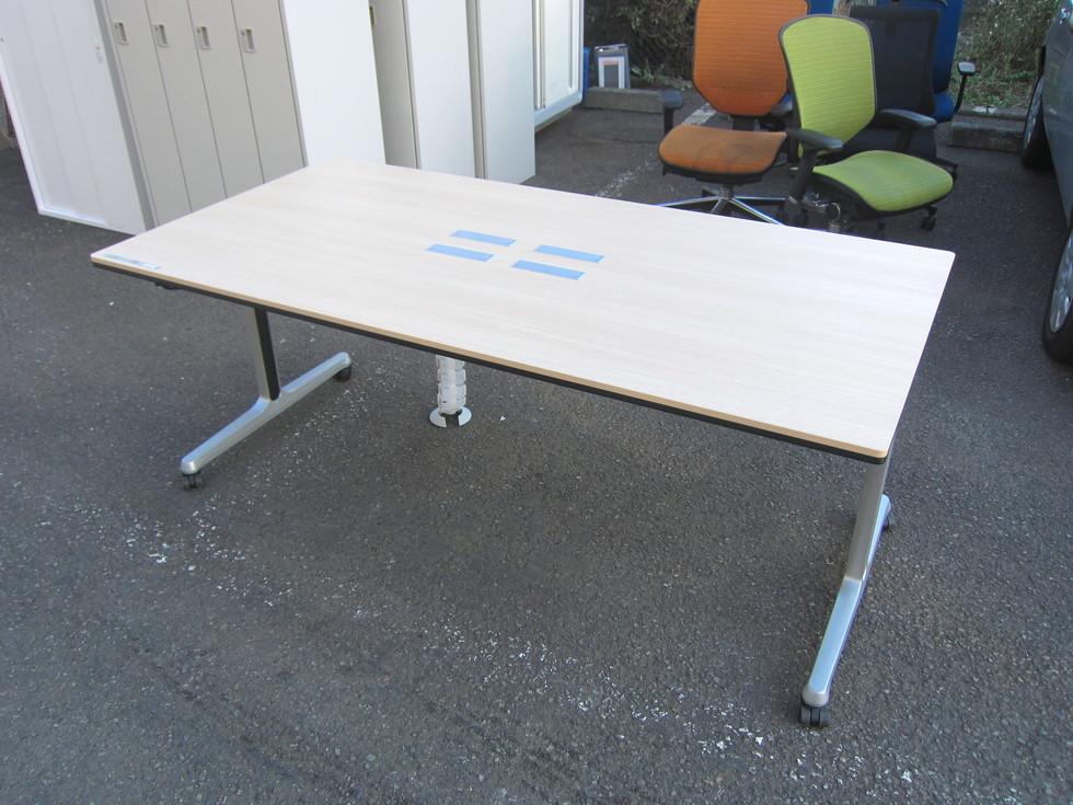 オカムラ インターアクトシリーズ ミーティングテーブル買取しました!