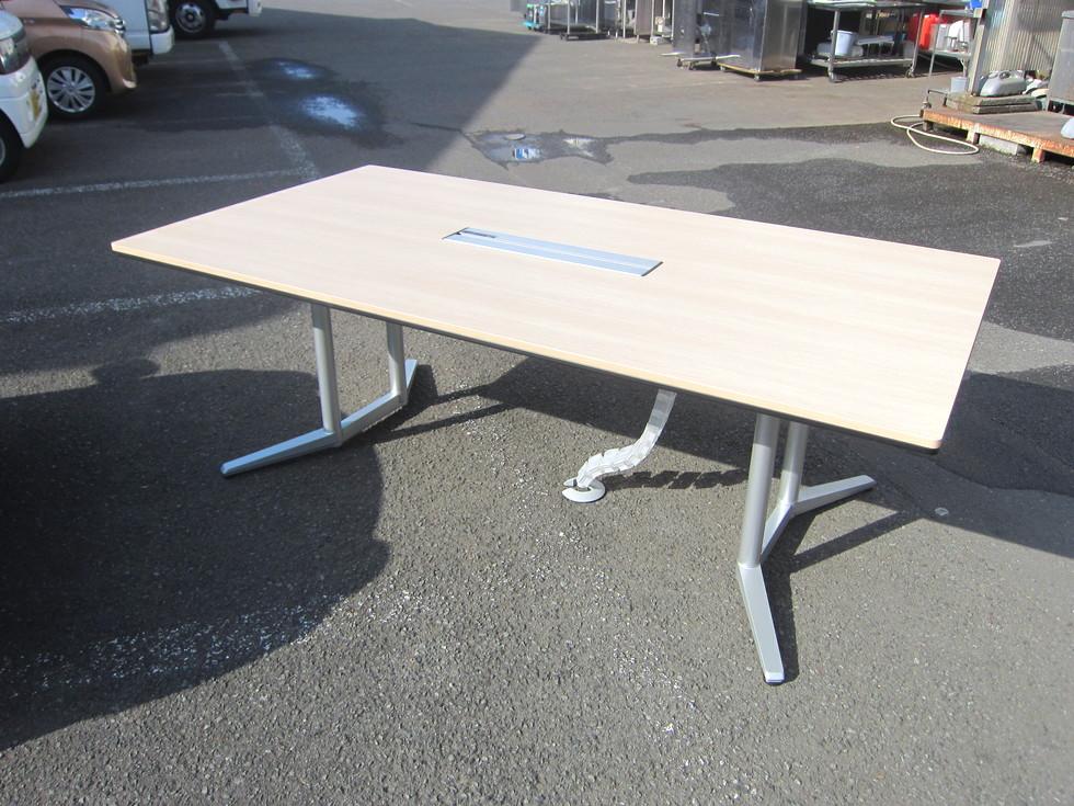 オカムラ ラティオ2シリーズ ミーティングテーブル買取しました!