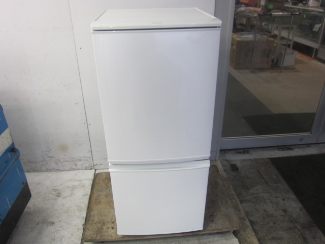 シャープ 2ドア 冷蔵庫 137 L 買取しました!