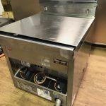 中古厨房機器あります!良いサイズの製氷機たくさんありますよ!!