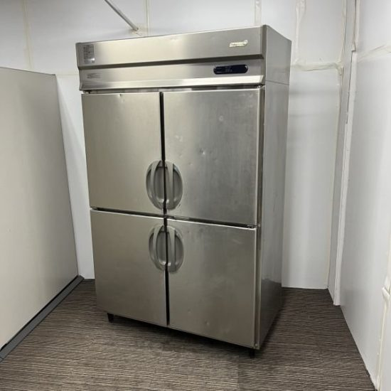 中古厨房機器入荷しました!縦型冷凍冷蔵庫です!