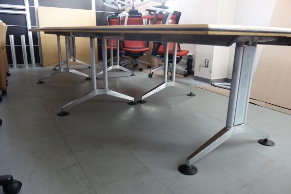Wilkhahn(ウィルクハーン)ミーティングテーブル2000000004491ボート型 オークナチュラル キズ・汚れ少々有 展示品 天板3分割 搬入注意詳細画像2