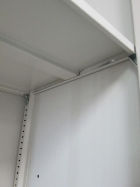 オカムラ両開き上下書庫U2502R-1カギ付 棚板4枚詳細画像4