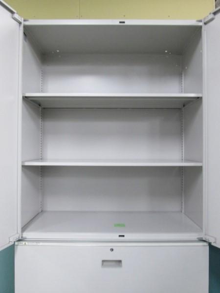 イトーキ両開きラテラル上下書庫Z1905R-1カギ付 棚板2枚詳細画像3