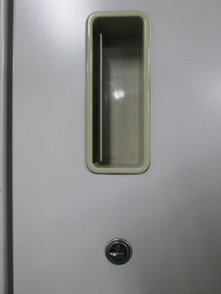 イトーキ両開きラテラル上下書庫Z1905R-1カギ付 棚板2枚詳細画像2