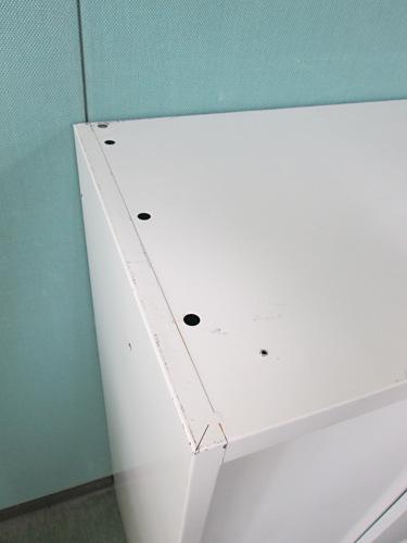クロガネスライド書庫B0201Rカギ付 キズ・天板穴有 棚板2枚 ホワイト詳細画像4