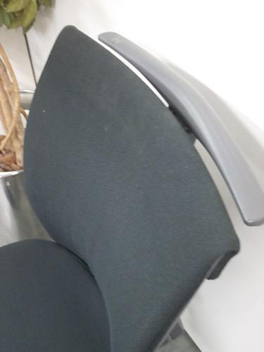 コクヨトレンザチェアC0705K-1ローバック ブラック ハンガー付 キズ有詳細画像4
