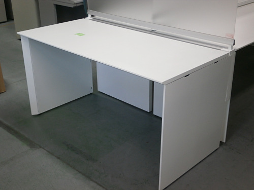 コクヨ5500フリーアドレスデスク2000000004232搬入注意 アクリルデスクパネル W2400板x2 独立テーブル(W1400xD700xH720)詳細画像2
