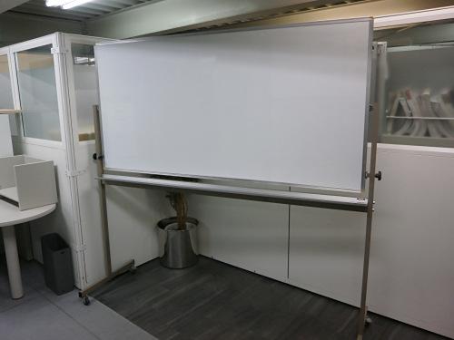 イトーキ 1800脚付ホワイトボード 中古|オフィス家具|ホワイトボード