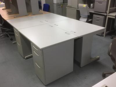 オカムラ 1000片袖デスク4台セット 中古 オフィス家具 事務机