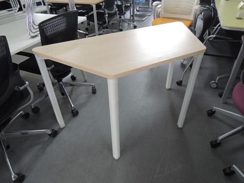 UCHIDA プレナ台形テーブル 中古 オフィス家具 ミーティングテーブル