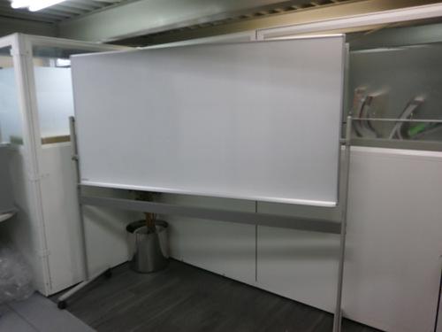 オカムラ 1800脚付ホワイトボード 中古|オフィス家具|ホワイトボード