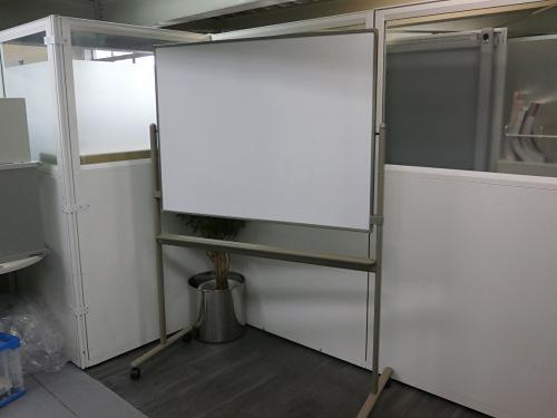 1200脚付ホワイトボード 中古|オフィス家具|ホワイトボード