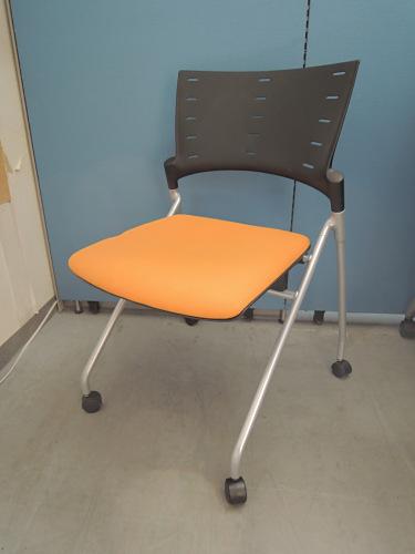 イトーキ マノスネスティングチェア4脚セット 中古|オフィス家具|ミーティングチェア