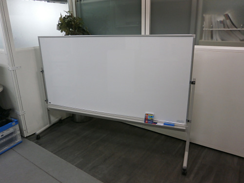 UCHIDA 1800脚付ホワイトボード 中古|オフィス家具|ホワイトボード