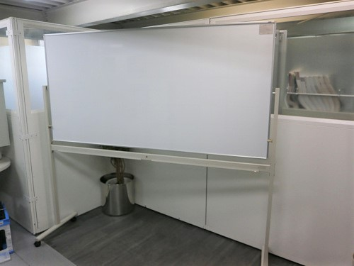 ITO 1800脚付ホワイトボード 中古 オフィス家具 ホワイトボード