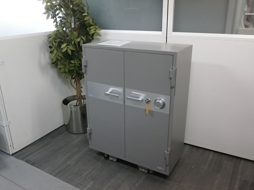 コクヨ 230kg耐火金庫 中古 オフィス家具 その他