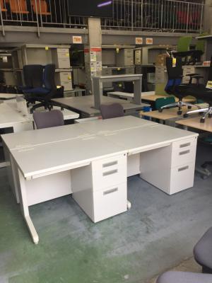イナバ 1000片袖デスク4台セット 中古 オフィス家具 事務机