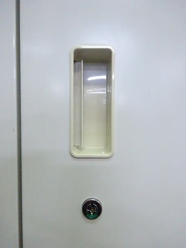 イトーキ両開き書庫耐火金庫組込型S-123MF29カギ2本付 棚板2枚 ホワイト キズ少々有 取っ手ヤケ少々有 階段搬入不可 搬入注意詳細画像3