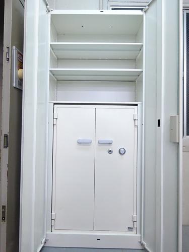 イトーキ両開き書庫耐火金庫組込型S-123MF29カギ2本付 棚板2枚 ホワイト キズ少々有 取っ手ヤケ少々有 階段搬入不可 搬入注意詳細画像2