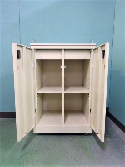オカムラカップケース(キッチンカウンター) 2000000021264棚板2枚/キャスター付詳細画像2