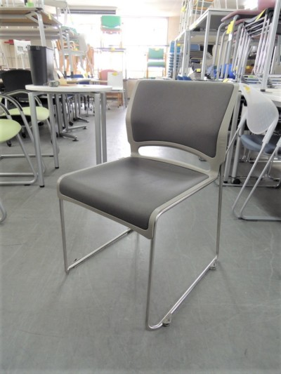 オカムラ スタッキングチェア4脚セット  中古|オフィス家具|ミーティングチェア|スタッキングチェア
