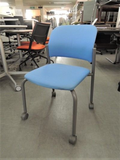 コクヨ スタッキングチェア4脚セット 中古|オフィス家具|ミーティングチェア|スタッキングチェア