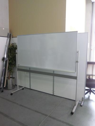 オカムラ 1800脚付ホワイトボード  中古|オフィス家具|ホワイトボード|脚付きホワイトボード