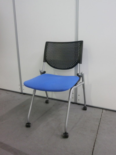 オカムラ ネスティングチェア6脚セット 中古|オフィス家具|ミーティングチェア|スタッキングチェア