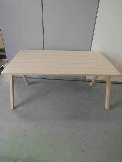 コクヨ ウッドチルトミーティングテーブル 中古|オフィス家具|ミーティングテーブル
