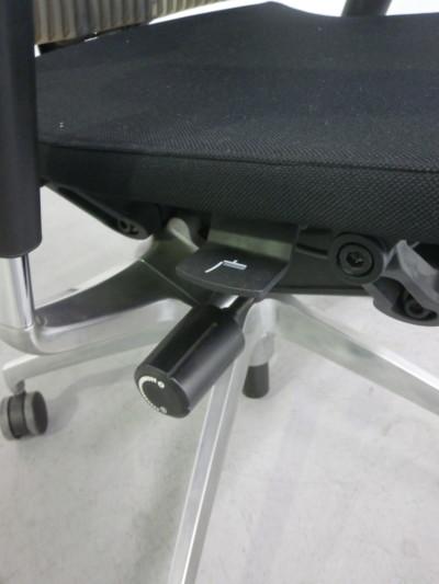 イトーキ肘付スピーナチェア2000000025491アルミ脚/アジャスタブル肘/エクストラハイバック/エラストマータイプ詳細画像3