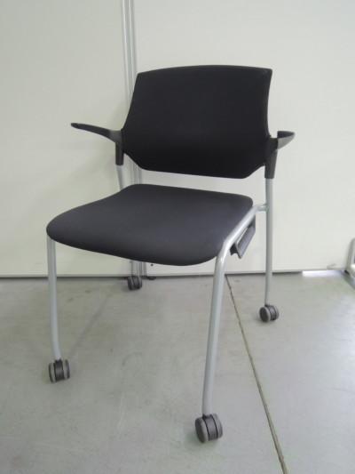 イトーキ ステンザスタッキングチェア6脚セット  中古 オフィス家具 ミーティングチェア スタッキングチェア