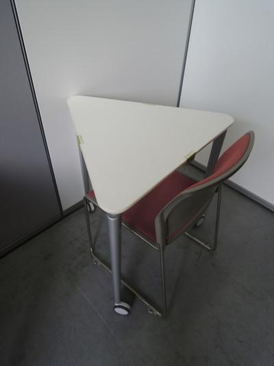 コクヨ三角形テーブル3台セット2000000018050マグネットフィット有/キャスター付/カバンフック付詳細画像4