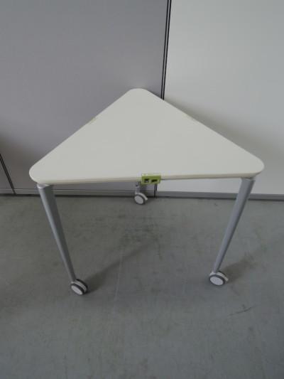 コクヨ三角形テーブル3台セット2000000018050マグネットフィット有/キャスター付/カバンフック付詳細画像2