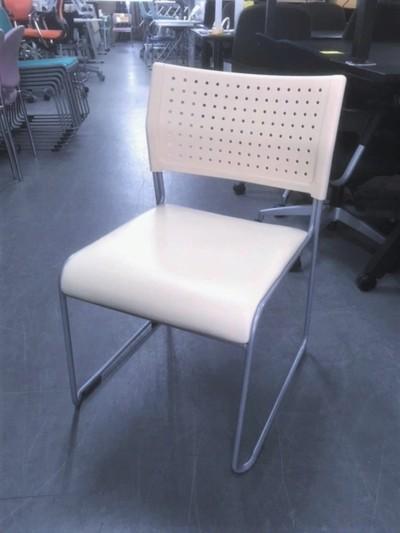 アイリスチトセ スタッキングチェア4脚セット  中古 オフィス家具 ミーティングチェア