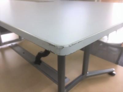 オカムラ ミーティングテーブル 2000000026060天板・脚キズ有/搬入注意詳細画像3