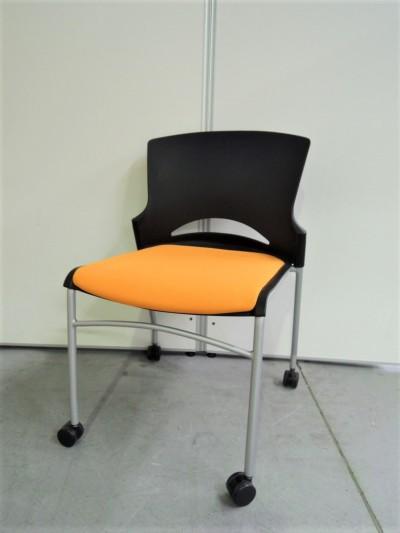 クロガネ スタッキングチェア4脚セット 中古|オフィス家具|ミーティングチェア|スタッキングチェア