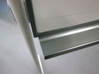 コクヨ1800脚付ホワイトボード2000000027256粉受けサイドパーツ1ヶ欠品/フレームキズ有詳細画像2
