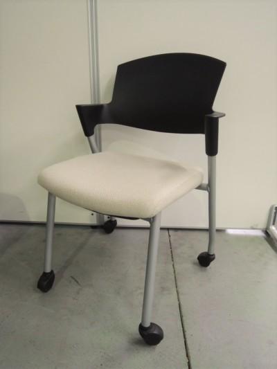 コクヨ プロッテイスタッキングチェア2脚セット  中古|オフィス家具|ミーティングチェア|スタッキングチェア