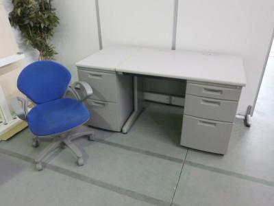 イトーキ 1000片袖デスク・サイドデスク・肘付プレーゴチェア3点セット 中古|オフィス家具|事務机