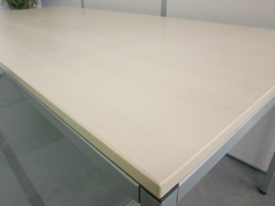 オカムラミーティングテーブル2000000032061天板キズ小詳細画像2