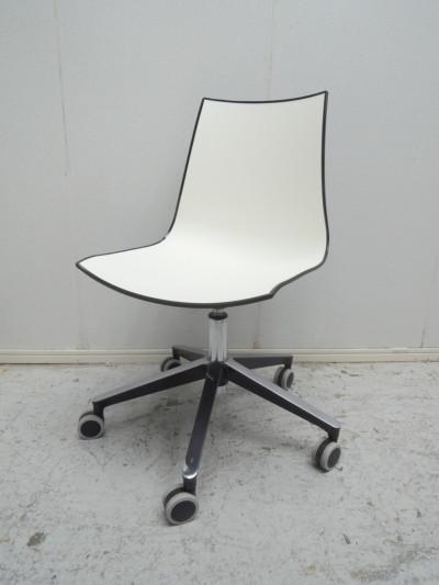 PEDRALI  OAチェア  中古|オフィス家具|ミーティングチェア